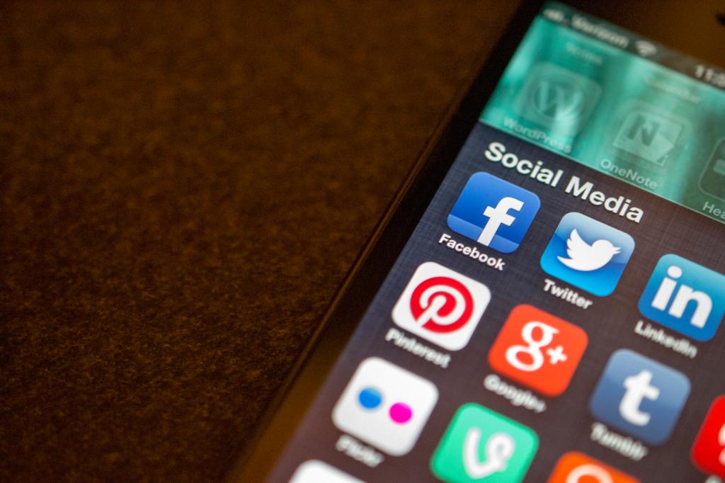 social media for los angeles financial advisor